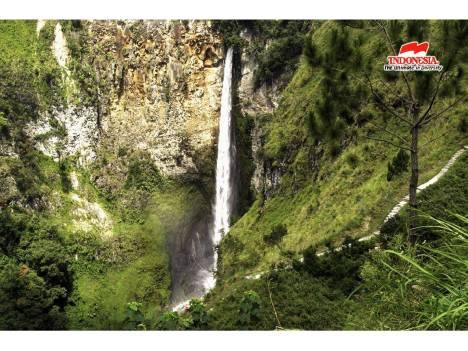 Air terjun Sipisopiso yang menawan